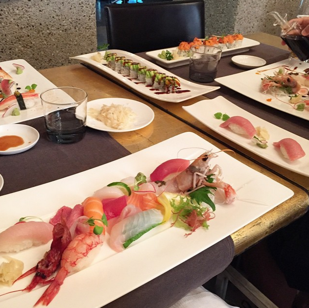 #Sushi, Milan: Thành phố nổi tiếng của Italy chiếm tới 2,7% số ảnh về món sushi của Nhật Bản và lọt vào vị trí thứ 4. Quán Iyo ở Milan có những sự kết hợp rất thú vị cho món sushi, như cá hồi và trứng cút, hay bụng cá thu và gan ngỗng.