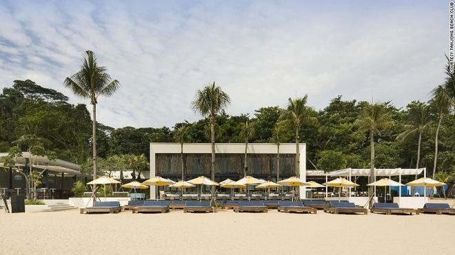 Vi sao Singapore tro thanh thoi nam cham hut khach? hinh anh 10 10. Các quán bar bên bãi biển: Tanjong Beach Club là một trong những quán bar nổi tiếng nhất thế giới với không khí vô cùng sôi động.