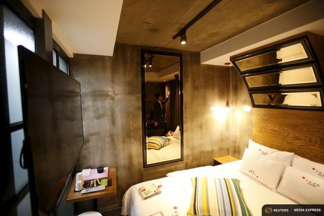 Cuoc cach mang khach san tinh yeu o Han Quoc hinh anh 1 Nhân viên khách sạn Yaja đang kiểm tra một căn phòng