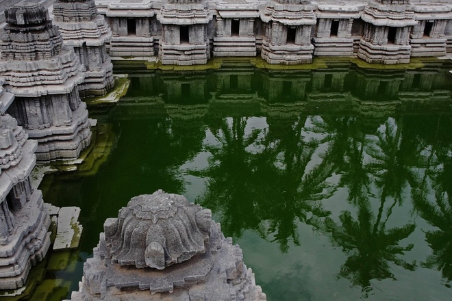 17 di san dep nhat An Do hinh anh 12 Bể Hulikere, Karnataka: Nằm trong một ngôi làng nhỏ ở miền nam Ấn Độ, bể nước này có những khối kiến trúc cầu kỳ bao quanh tứ phía. Đây từng là bể tắm của các hoàng hậu nửa đầu thế kỷ 12.