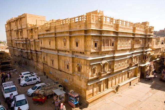 17 di san dep nhat An Do hinh anh 15 Patwon Ki Haveli, Jaisalmer, Rajasthan: Khu vực này là chuỗi 5 khu dân cư thuộc về một gia đình thương gia. Khu lâu đời nhất có tuổi đời gần 200 năm.