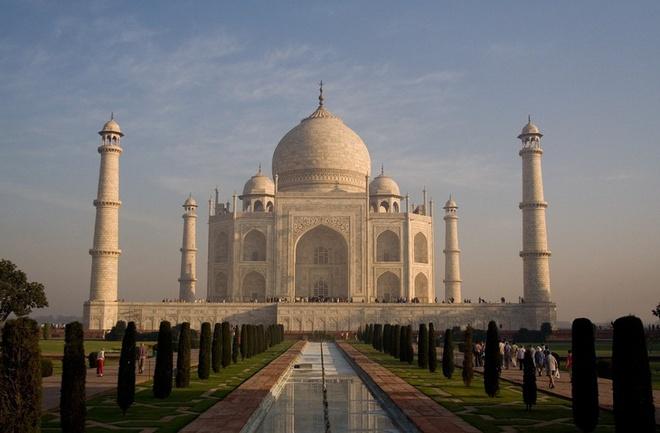 17 di san dep nhat An Do hinh anh 17 Đền Taj Mahal, Agra: Ngôi đền tuyệt đẹp do vua Shah Jahan xây dựng để tưởng nhớ người vợ thứ ba, hoàng hậu Mumtaz Mahal. Đền Taj Mahal giờ là một trong những công trình nổi tiếng nhất Ấn Độ và được mệnh danh là một trong những kỳ quan mới của thế giới.