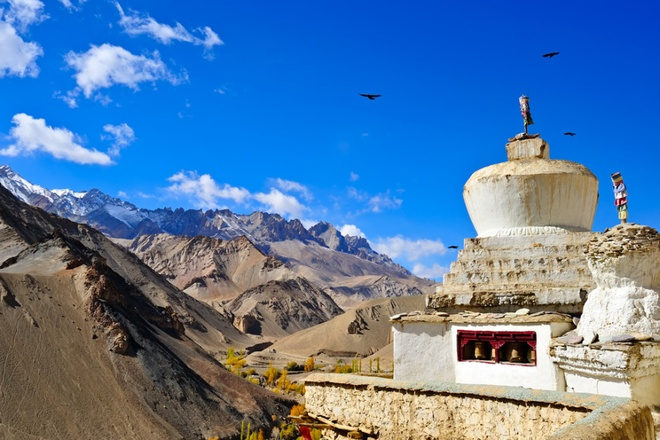 17 di san dep nhat An Do hinh anh 4 Tu viện Lamayuru, Ladakh: Một trong những tu viện lớn và lâu đời nhất ở Ladakh là Yung-Drung ở làng Lamayuru, có liên hệ với giáo phái Phật giáo Tây Tạng. Tu viện nằm ở vùng đất gồ ghề trước kia từng là đáy của một hồ sâu.