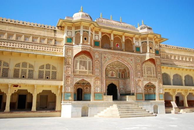 17 di san dep nhat An Do hinh anh 7 Pháo đài Amber, Jaipur, Rajasthan: Được xây vào cuối thể kỷ 16, pháo đài đã nhiều lần được cải tạo. Bên trong pháo đài được trang trí bằng rất nhiều gương và tranh tường.