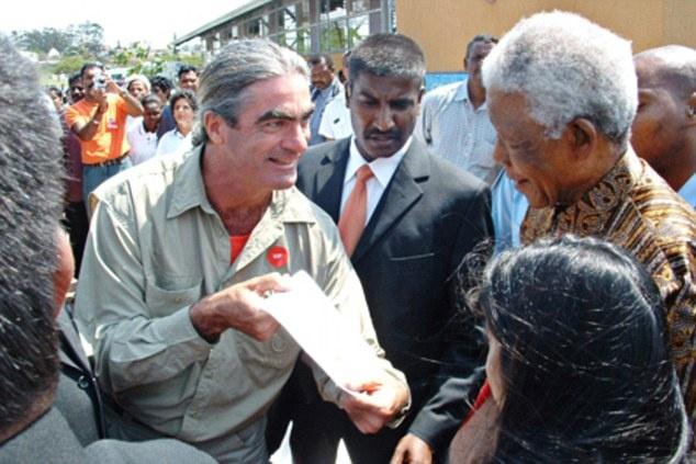Nguoi dan ong cuoc bo qua 6 luc dia trong 11 nam hinh anh 9 Jean nói rằng, chuyến đi của ông là một đặc ân. Làm sứ giả hòa bình giúp ông có thể đến mọi ngóc ngách và gặp mọi công dân trên thế giới. Một trong những kỷ niệm đáng nhớ nhất là ông được gặp cựu tổng thống Nelson Mandela ở Durban, Nam Phi.