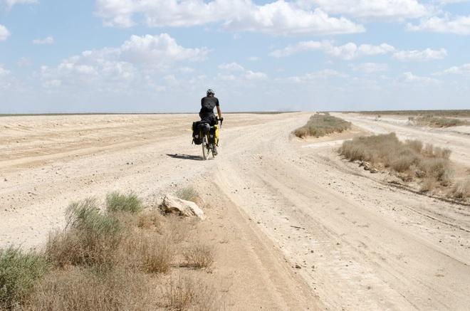 Chang trai dap xe hon 22.500 km khap chau A hinh anh