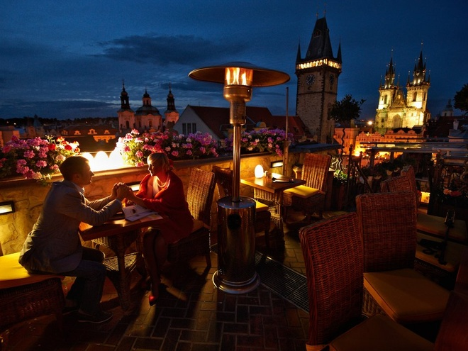 Nhung nguoi dep nhat the gioi song o dau? hinh anh 5 5. Prague: Thành phố của một nghìn ngọn tháp có thể gọi tên là thành phố của một nghìn siêu mẫu. Những người đẹp như Petra Němcová, Karolína Kurková, và Eva Herzigová đều khởi đầu sự nghiệp ở đây. Thành phố còn hấp dẫn với văn hóa cà phê, câu lạc bộ và những cảnh quan đầy tính nghệ thuật.