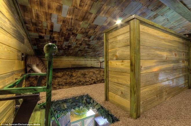 Ngoi nha danh cho fan cuong cua nguoi Hobbit hinh anh 11 Du khách phải trèo lên cầu thang để vào nhà. Trong nhà có 2 khu vực để ngủ.