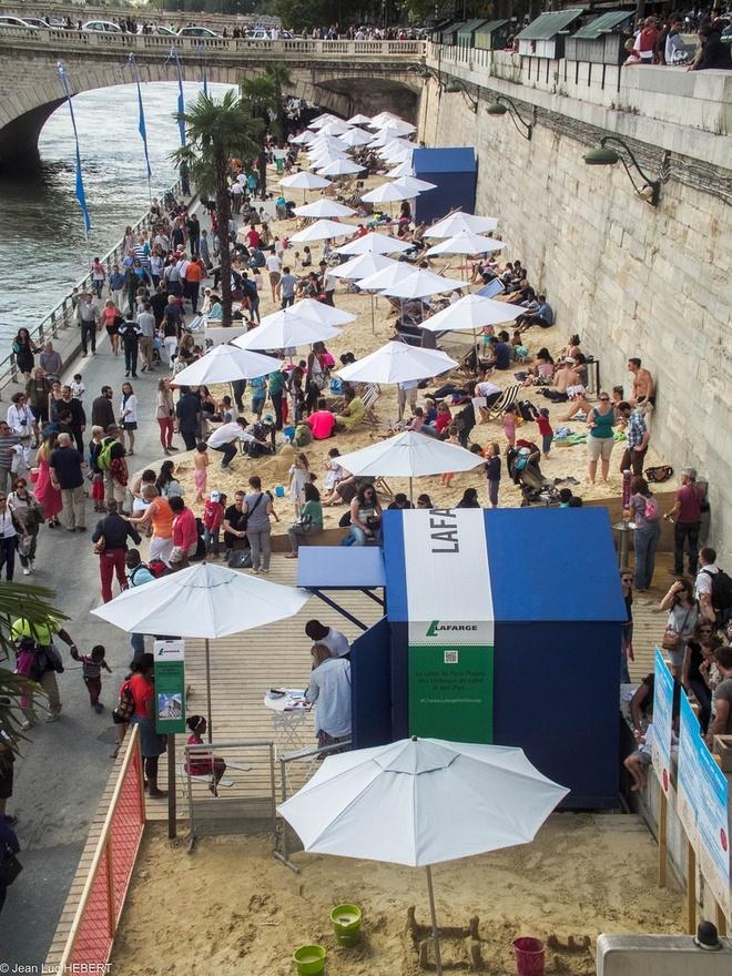 Bai bien nhan tao ben song Seine hinh anh 9 Sau khi các bãi biển nhân tạo được dỡ bỏ, cát được tái chế để sử dụng trong các công viên, trường đua ngựa, các rạp xiếc hoặc trong xây dựng.