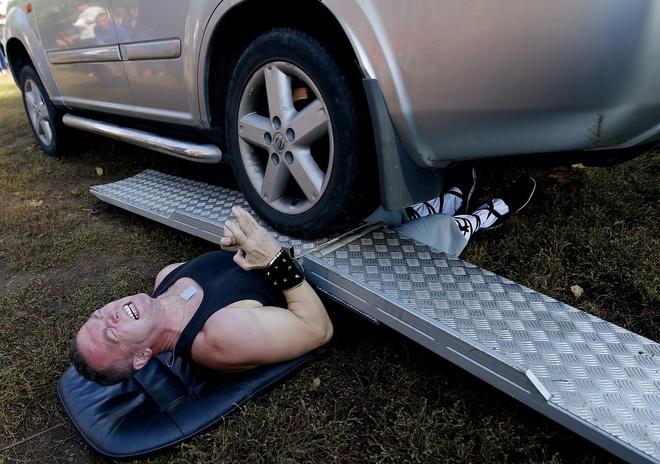 Nhung ky luc ky quac nhat qua dat hinh anh 13 Người bị xe Jeep cán qua nhiều lần nhất là Attila Banyai ở Hungary với tổng cộng hơn 5 lần vào ngày 21/10/2012.