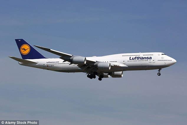 Máy bay dài nhất thế giới đang hoạt động - 747-8 Intercontinental: Với độ dài 76 m, trọng tải tối đa 447.000 kg và thường chở 467 hành khách. Trong khi đó, máy bay chở khách lớn nhất thế giới về mặt trọng lượng là Airbus 380.
