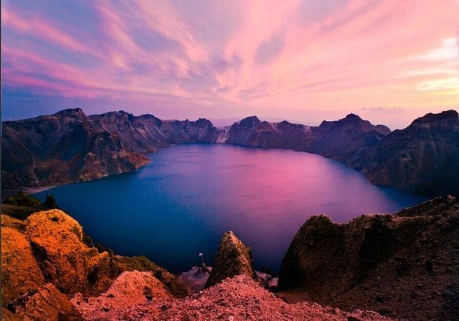 Nhung diem den hap dan dip cuoi thu o Trung Quoc hinh anh 12 Núi Changbai ở Cát Lâm. Điểm nhấn đặc biệt của địa danh này là hồ Tianchi nằm trên đỉnh núi vốn là miệng núi lửa chết. Ảnh: Baike