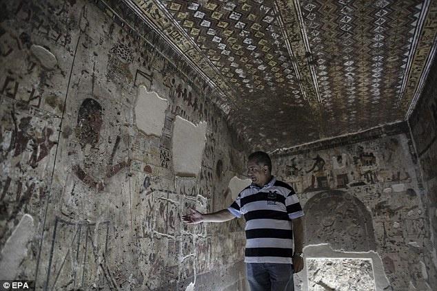 Ai Cap lan dau tien mo cua 3 lang mo don khach hinh anh 1 Chữ tượng hình trên lăng mộ của Amenhotep, còn được gọi là Huy, Viceroy of Kush). Đây là lăng mộ quang trọng nhất trong 3 lăng mộ được mở. Ảnh: EPA