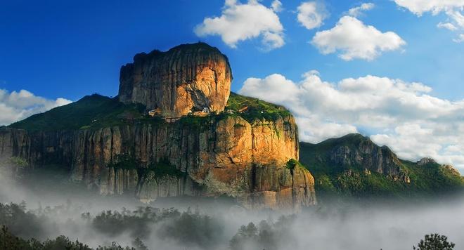 Nhung diem den hap dan dip cuoi thu o Trung Quoc hinh anh 6 Núi Yandang ở Ôn Châu, Chiết Giang . Đây là một ngọn núi tuyệt đẹp ven biển Ôn Châu. Ngọn núi này là một trong những danh lam thắng cảnh cấp quốc gia đầu tiên ở Trung Quốc. Yandang không chỉ có vẻ đẹp thiên nhiên mà còn mang những giá trị văn hoá phong phú. Ảnh: Ifeng