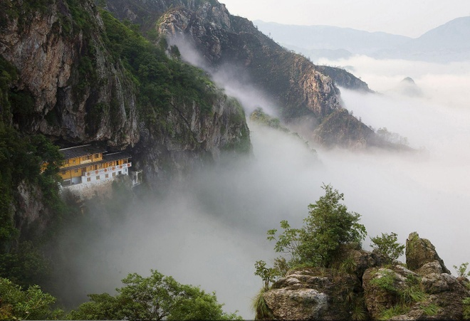 Nhung diem den hap dan dip cuoi thu o Trung Quoc hinh anh 8 Đến với Yandang, bạn có dịp chìm đắm trong vẻ đẹp kỳ thú của thiên nhiên, với đá dựng đứng và tháp nhọn, suối nước trong vắt, với những thác nước và hang động.... Ảnh: Baike