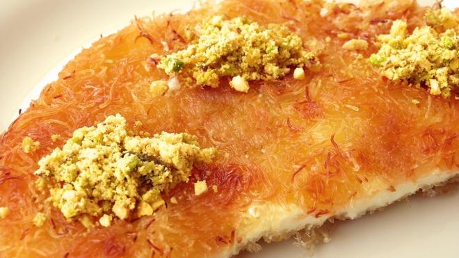 16 mon trang mieng ngon nhat the gioi hinh anh 10 Bánh Knafeh (Israel): Knafeh là loại bánh phô mai xirô có rưới chút nước hoa hồng rất được ưa thích ở Israel. Ảnh: Eksitarif.