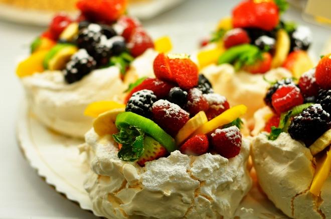 16 mon trang mieng ngon nhat the gioi hinh anh 15 Bánh Pavlova (New Zealand): Món bánh này có vai trò quan trọng trong nền ẩm thực của New Zealand và thường được ăn vào các ngày lễ. Ảnh: Sightline.
