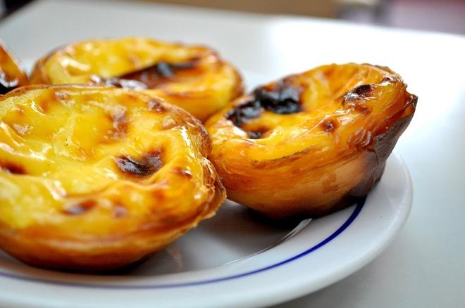 16 mon trang mieng ngon nhat the gioi hinh anh 7 Bánh Pastel De Nata (Bồ Đào Nha): Lisbon là thành phố có món bánh tart trứng với chanh, vani và quế tuyệt vời nhất. Ảnh: Therussianabroad.