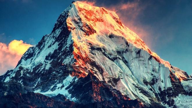 Everest co la dinh nui cao nhat the gioi? hinh anh 1 Hoàng hôn trên đỉnh Everest. Ảnh: Business Insider.