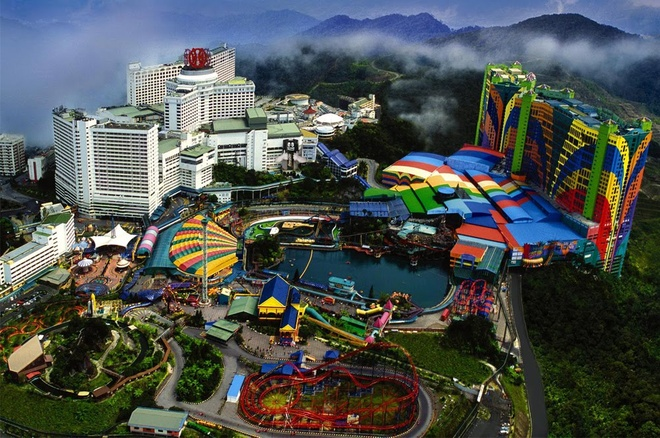 Nhung thien duong giai tri noi tieng o Malaysia hinh anh 9 Công viên Resorts World Genting là công viên chủ đề đầu tiên ở Malaysia, đã hoạt động được 30 năm. Công viên này sẽ được mở rộng và chuyển thành Công viên 20th Century Fox World vào cuối 2016 đầu 2017.