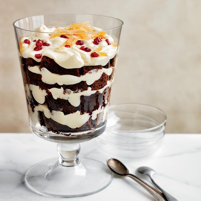 Nhung mon banh ron rang khong khi Giang sinh hinh anh 3 Bánh gừng và mousse sô cô la trắng: Món tráng miện 3 trong 1. Mỗi lớp là một hương vị riêng và độc đáo. Ảnh: Foodandwine.
