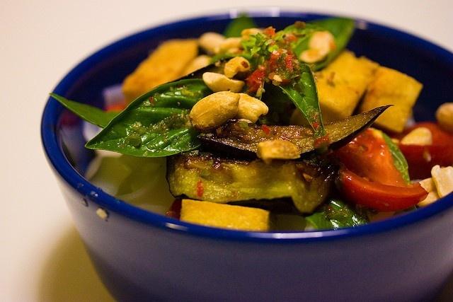 9 ly do yeu Viet Nam cua hai blogger Tay hinh anh 1 Ẩm thực: Jack và Jenn nhận xét đồ ăn ở Việt Nam là một trong những thứ tươi ngon nhất họ nếm qua khi du lịch châu Á; từ bánh mỳ cho đến phở hay nem, chúng thực sự rất ngon.