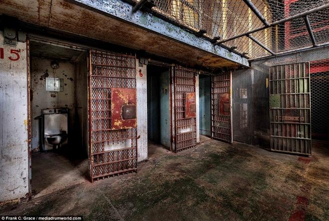 Ben trong nha tu ri set gan 150 tuoi cua My hinh anh 2 Đây được coi là một trong những nhà tù bị ma ám ở Mỹ, với hàng loạt các câu chuyện ma bắt nguồn từ những năm 1930.