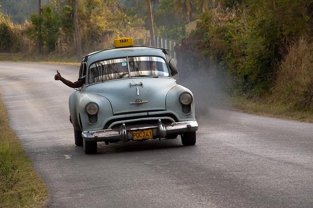 Biến chuyến đi là cuộc phiêu lưu: Chuyến đi bắt đầu ngay khi bạn bước ra khỏi nhà. Hãy thực sự tận hưởng nó. Tận dụng thời gian để tìm hiểu lịch sử về nơi sẽ đến, ngắm cảnh và hỏi người bản xứ về văn hóa địa phương.