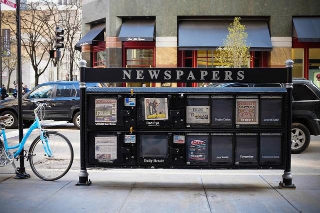 Đừng bận tâm tới truyền thông: Thay vì lúc nào cũng chăm chăm nhìn vào email hay mạng xã hội, hãy chọn một tờ báo và tìm hiểu thêm về nơi bạn đang đi du lịch, hay những tin tức quốc tế trong đó.