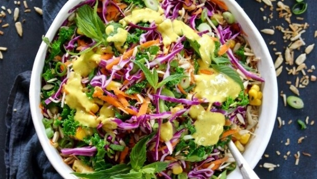Thanh loc co the voi salad cau vong hinh anh 1