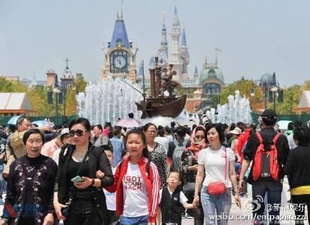Disneyland Thuong Hai ngap rac truoc ngay mo cua hinh anh 1