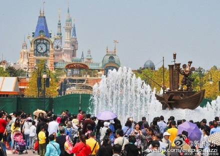 Disneyland Thuong Hai ngap rac truoc ngay mo cua hinh anh 2