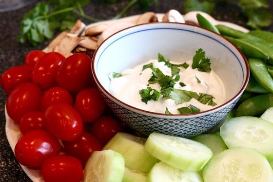 10 cong thuc salad dua chuot don gian, giau dinh duong hinh anh