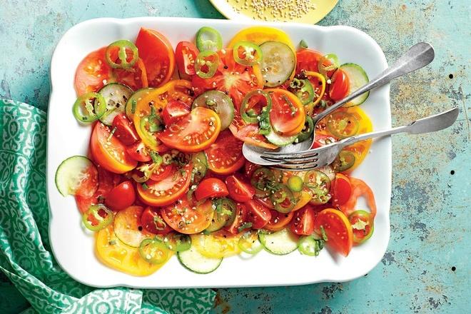 10 phut voi salad dua chuot, ca chua hinh anh 1
