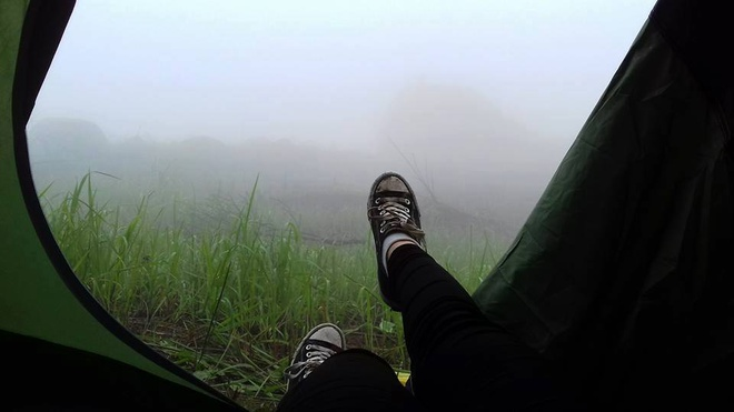 Trekking nui Chua Chan ngay suong mu hinh anh 5