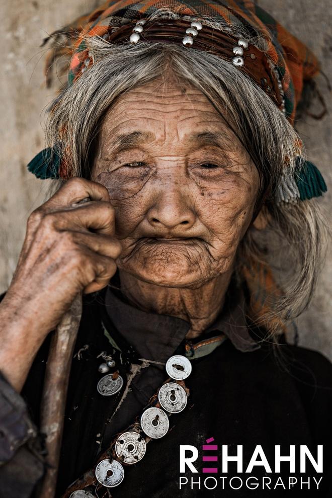 Trien lam anh 'Phu nu Viet Nam' tren duong pho Hoi An hinh anh 11