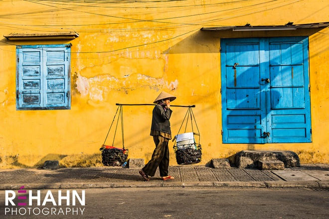 Trien lam anh 'Phu nu Viet Nam' tren duong pho Hoi An hinh anh 12