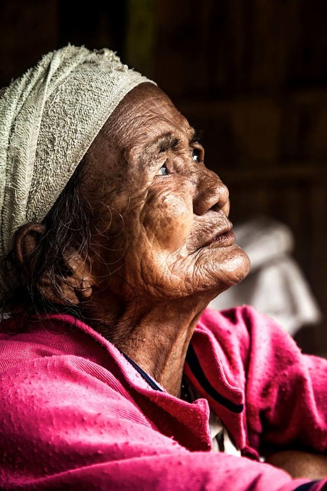 Trien lam anh 'Phu nu Viet Nam' tren duong pho Hoi An hinh anh 6