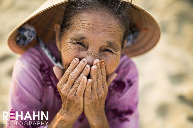 Trien lam anh 'Phu nu Viet Nam' tren duong pho Hoi An hinh anh 4