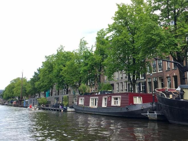 Amsterdam yen binh qua ong kinh nguoi Viet hinh anh