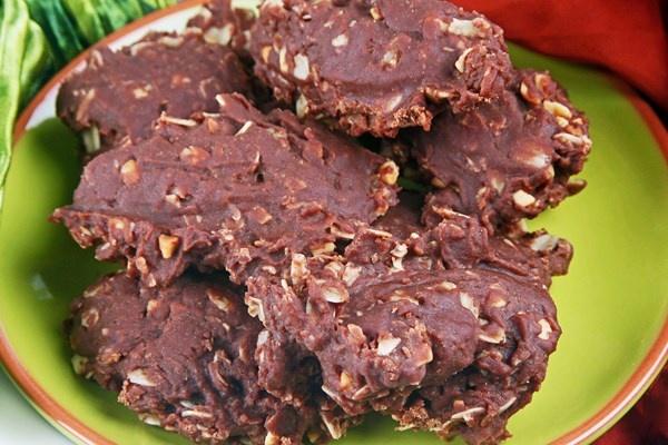 Lam banh cookie chocolate bo lac khong can lo nuong hinh anh