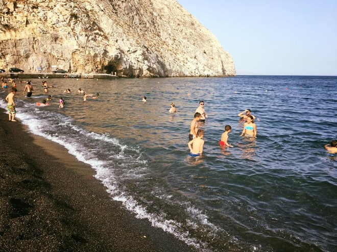 Kham pha hon dao xanh ngat mau troi Santorini hinh anh 16