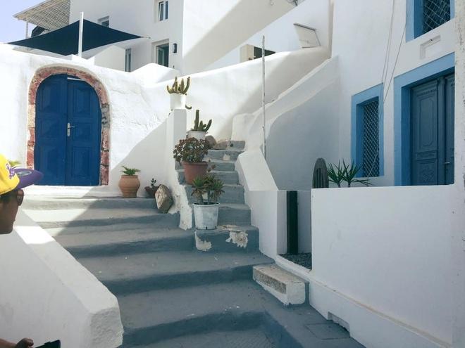 Kham pha hon dao xanh ngat mau troi Santorini hinh anh 7