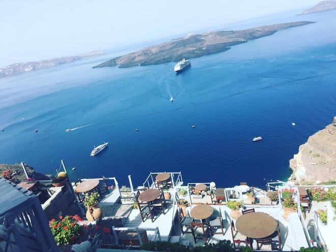 Kham pha hon dao xanh ngat mau troi Santorini hinh anh 1