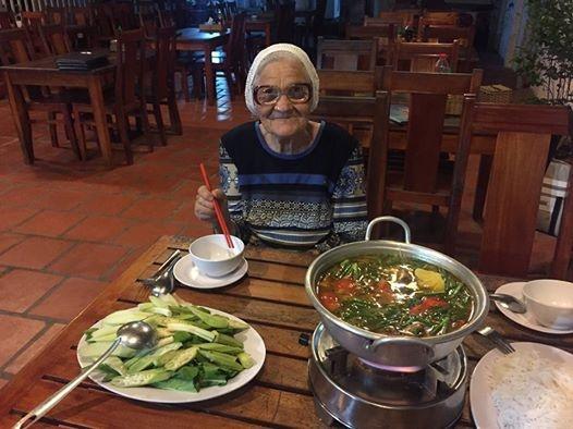 Ba cu 89 tuoi nguoi Nga di du lich Viet Nam anh 2