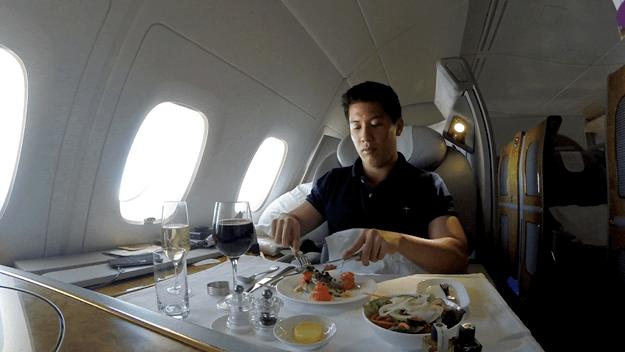 Chuyen bay trong mo tri gia 60.000 USD cua blogger du lich hinh anh 15