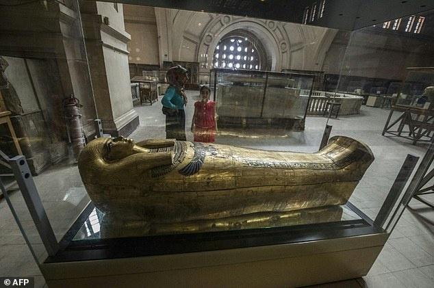 Ai Cap de vua Tutankhamun 'thuc' ca dem doi du khach hinh anh