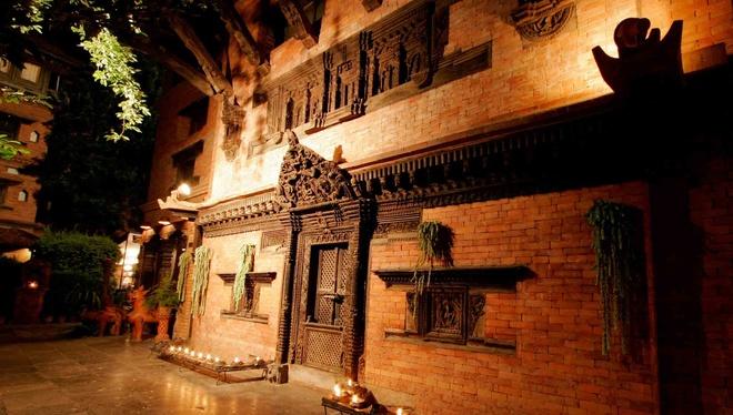 Ben trong khach san dep nhat dat Phat Nepal hinh anh 2