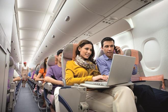 Dich vu ho tro dung laptop tren chuyen bay den My cua Emirates hinh anh 1