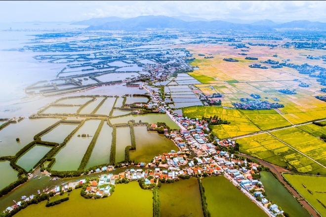 Dat vo Binh Dinh dep den ngo ngang trong anh 'Dau an Viet Nam' hinh anh 15